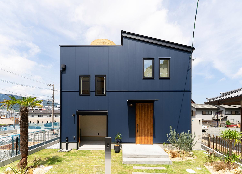 おうち時間を楽しむ屋上ガーデン+ガレージの家